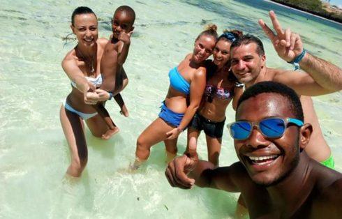 Isola dell'Amore con amici